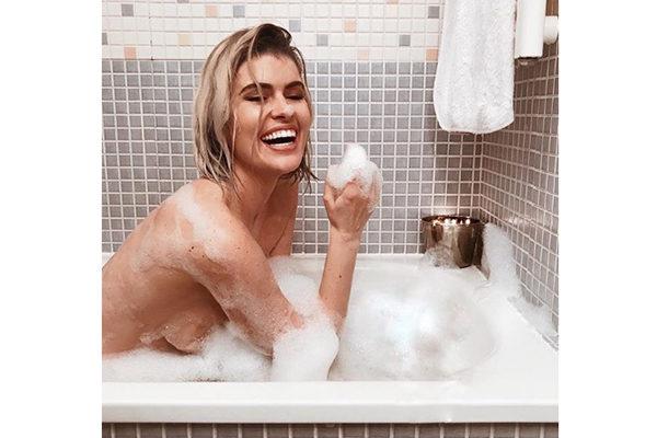 Espectacular Adriana Abenia Desnuda En La Bañera Tentaciones De Mujer